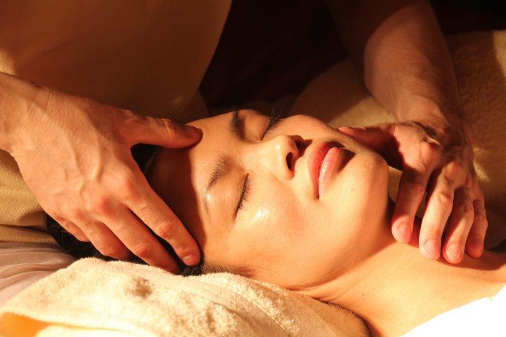 Massaggio Viso e Cuoio Capelluto